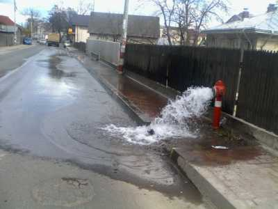tg apa pe strada