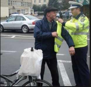 biciclist imbracat
