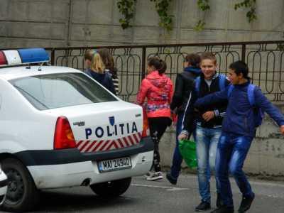 elevi smecheri politie_resize