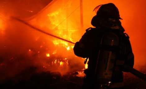 incendiu noaptea 04