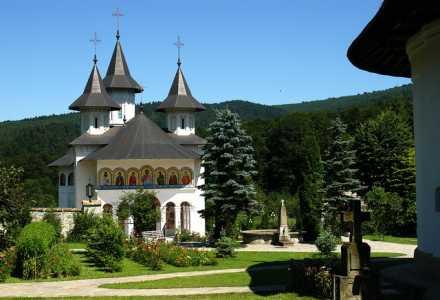 sihastri 03 manastirea Sihastria