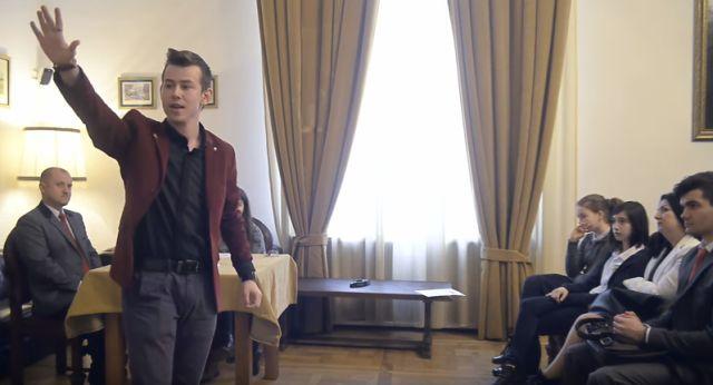 elevi public speaking