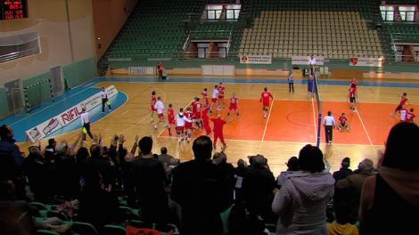Finalul meciului dintre VCM Piatra Neamt si Dinamo