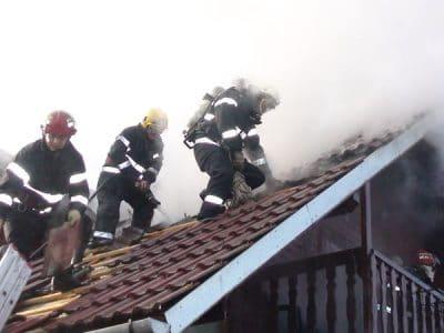 incendiu acoperis 04