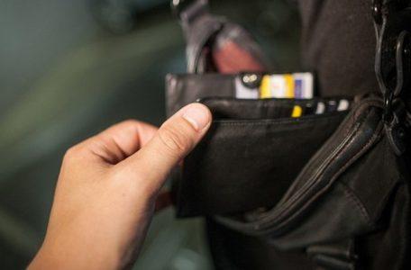 portofel furt