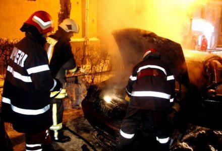 incendiu-masina-noaptea